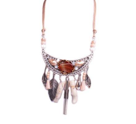 Collier Lolilota plastron argent perles camel et résine blanche