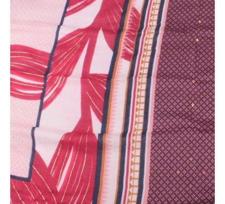 Echarpe rouge feuilles dorées motifs ethniques bleus prunes roses