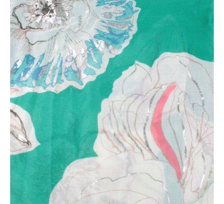 Echarpe verte pivoines blancs bleus et taupes reflets argent