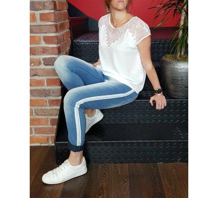 Pantalon élastique jeans clair bande blanche à clous