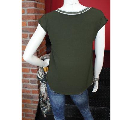 T-shirt kaki sans manches col V rayures noires et blanches pailletées