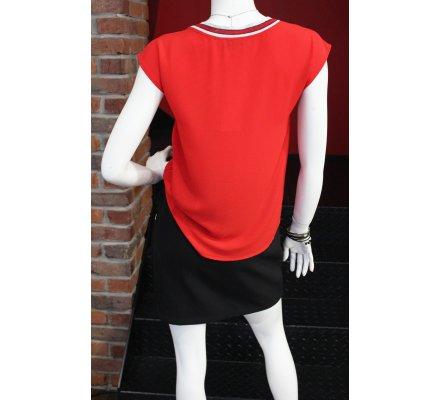 T-shirt rouge vif sans manches col V rayures blanches et rouges pailletées