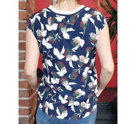 T-Shirt marine fleurs blanches vertes et rouges col rayé pailleté