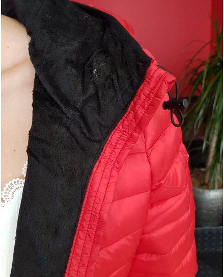 Doudoune cintrée rouge fourrée noire