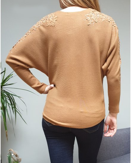Pull camel manches ajourées broderies et strass