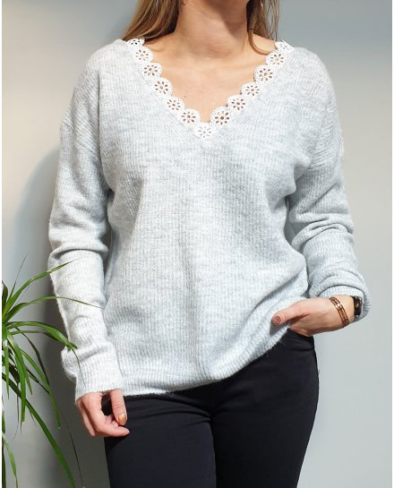 Pull maille fine col et dos V broderies fleuries