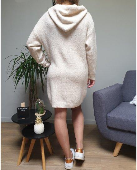 Robe à capuche beige et cordons brodés blancs