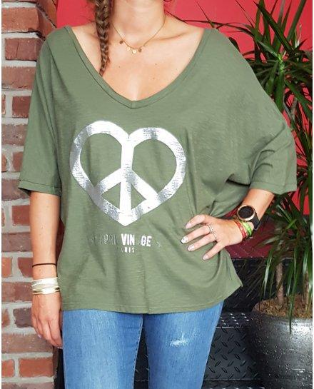 T-Shirt kaki cœur peace and Love argent décolleté dos et col V