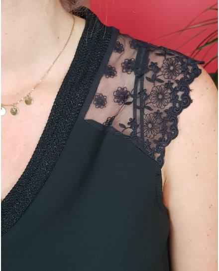 Top noir col V et manches courtes dentelle fleurie