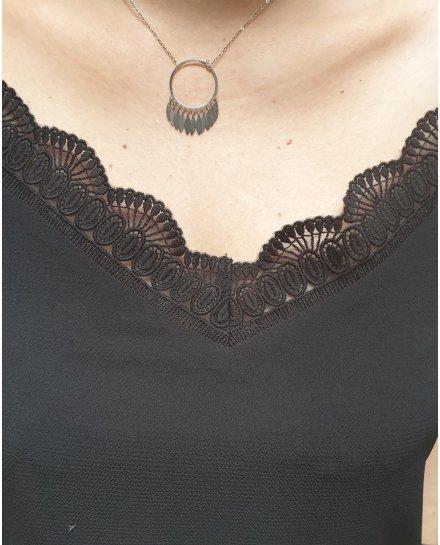Top noir à bretelles décolleté et dos brodés