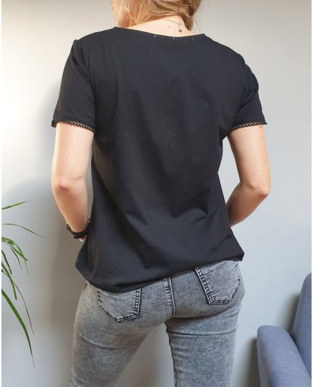 T-shirt noir manches courtes col V à broderies