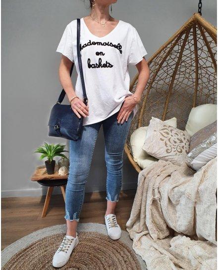 T-Shirt oversize Mademoiselle en baskets
