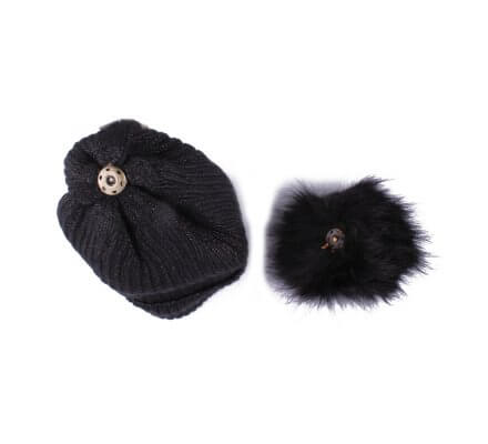 Bonnet noir à pompon liseré brillant fourré