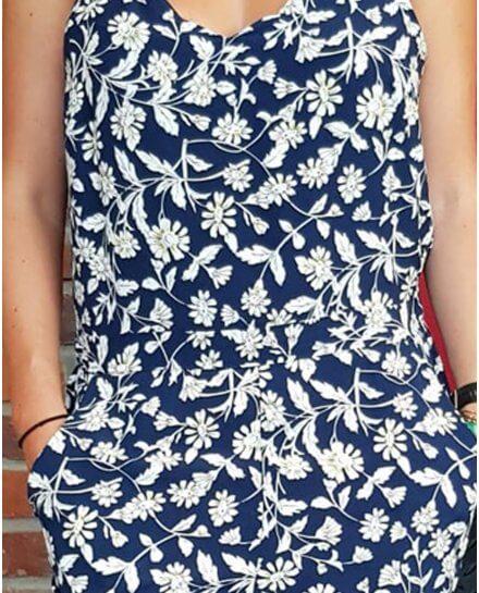 Combinaison pantalon bleue marine fleurs des champs jaunes et blanches