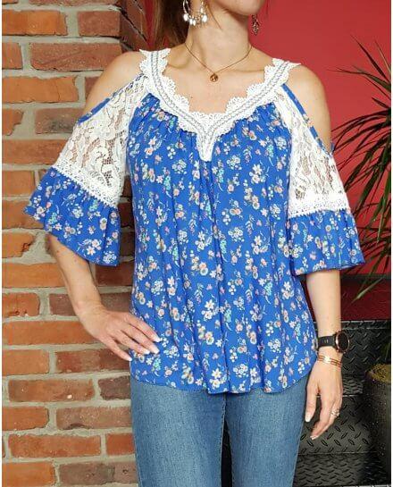 T-Shirt bleu roi fleurs liberty multicolores broderies blanches et épaules dénudées